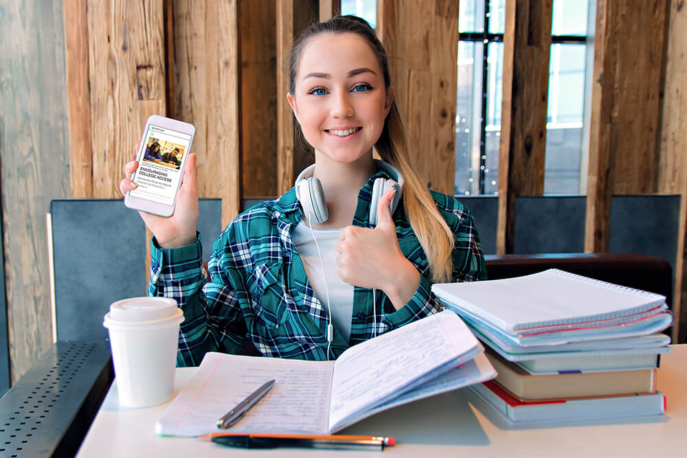 A student showing her love for digital resources
